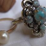 Accessoires – Gold, Leder & Perlen