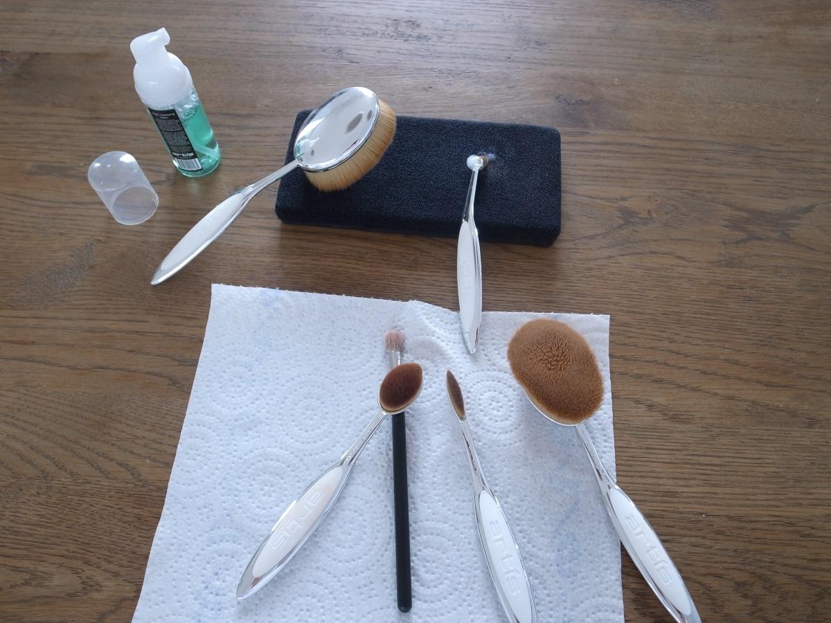 Make-up Pinsel rasch und perfekt reinigen