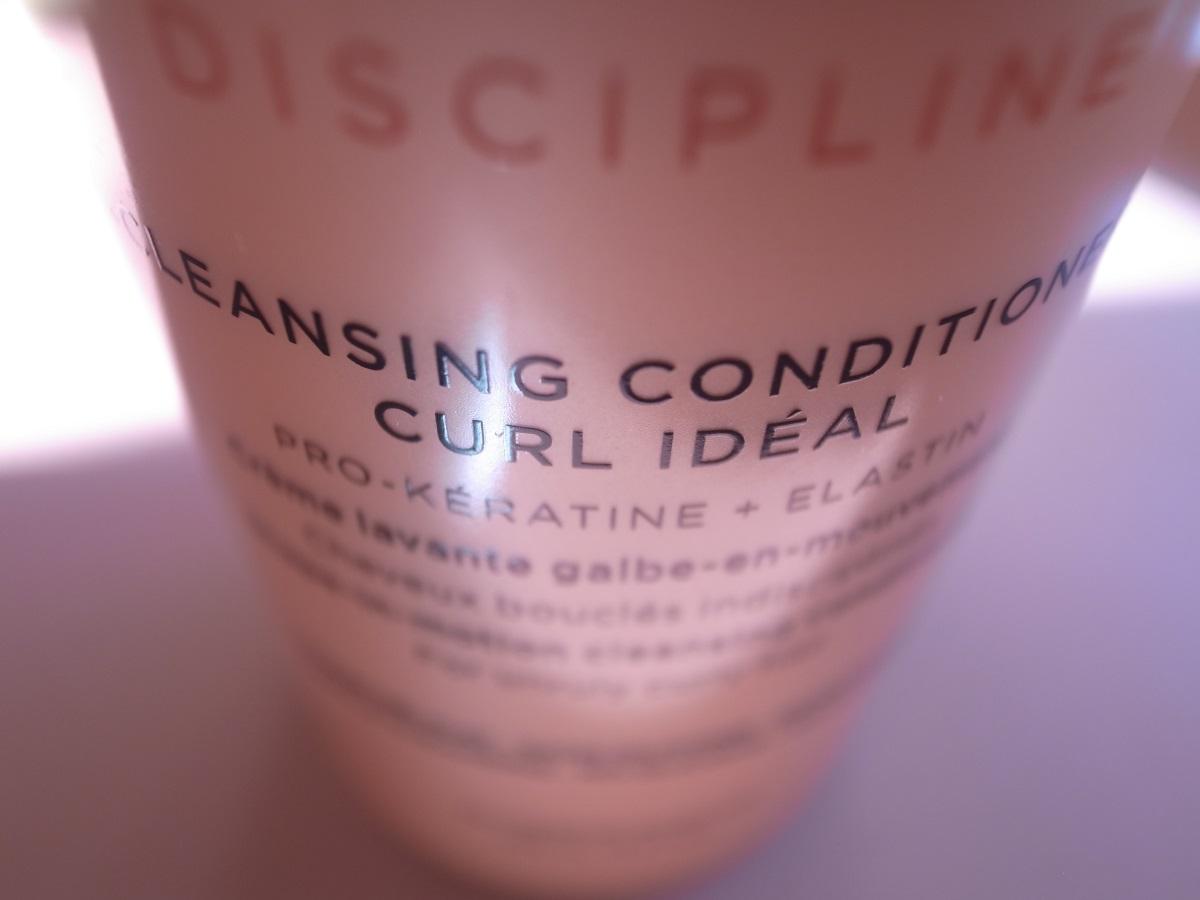 Die neue KÉRASTASE Discipline Curl Idéal Haarpflegelinie für gewelltes oder gelocktes Haar