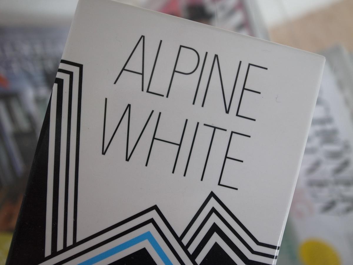 weisse z hne alpine white whitening stripes une prise. Black Bedroom Furniture Sets. Home Design Ideas