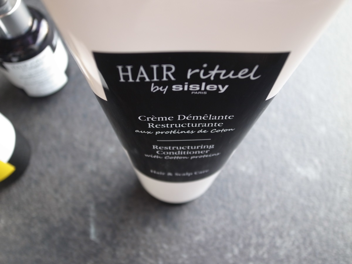 HAIR rituel by Sisley Paris