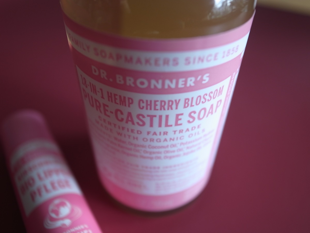 . Dr. Bronner's Cherry Blossom Pure-Castile Soap & Kirschblüte Bio Lippenpflege