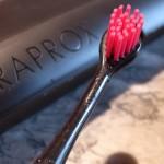 Go Black! Hydrosonic Schallzahnbürste von CURAPROX