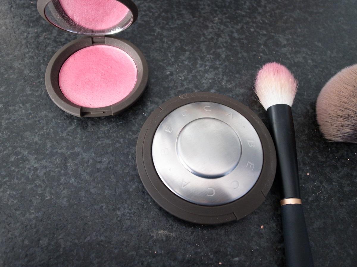 Becca Shimmering Skin Perfector Pressed & Luminous Blush bei Sephora
